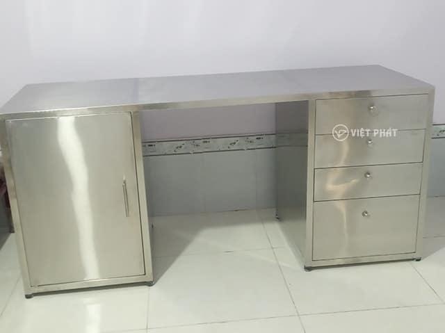 Bàn làm việc inox chất lượng do An Việt Phát sản xuất