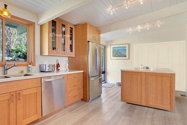 Sự đa dạng trong kiểu dáng của tủ bếp inox giả gỗ